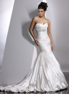 Elegant sleeveless trumpet / mermaid floor-length bridal gowns