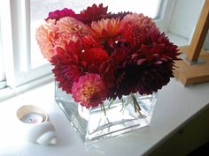 simple dahlia arrangement