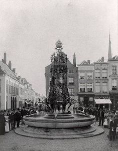 1898 - Breda Grote Markt. Onthulling fontein n.a.v. inhuldiging Koningin Wilhelmina. Bron: Erfgoed Breda.
