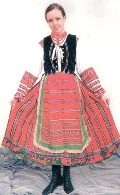 Pomniejszone zdjęcie [stroj damski kobiecy odmiana nadbuzanska XIX - XXw koszula zapaska czepek - kopie.jpg - 83kB]
