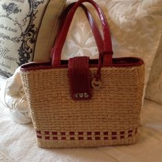 BRIGHTON TOTE BAG BRIGHTON  STRAW SHOULDER BAG   Fully lined inside .  Red leather trim. Very good condition Brighton Bags Totes