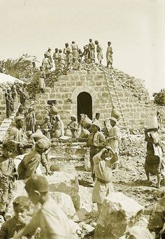 Ramallah - رام الله : RAMALLAH - Palestinian villagers building a house in the Ramallah area - Early c. (Per Reem Ackall) Palestine People, Palestine History, Israel History, Israel Palestine, Jewish History, Old Photos, Vintage Photos, Old Jaffa, Bible Images