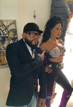 Abraham and Selena wax figure. August 29, 2016 Madame Tussauds.
