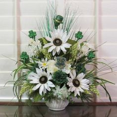 SAINT PATRICK'S DAY,SPRING,SILK,FLOWER,ARRANGEMENT,IRISH HAT,SHAMROCK,FLORAL,NEW