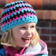 Die Ferien nutze ich immer um meine eigene Familie mit neuen Sachen auszustatten. Und da das Wetter nicht gerade dazu einlädt neue Sommerröcke zu nähen, habe ich die Familie mit neuen Mützen ausgestattet.      Die Mützen leuchten so schön, dass Knitted Hats, Crochet Hats, Knitting Kits, Hats For Sale, Winter Hats, Beanie, The Incredibles, Kids, Baby