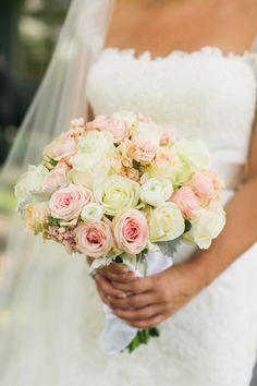 pink + white rose bouquet | Lang Thomas #wedding