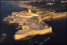 Forte de São Julião da Barra. Ex-libris of the largest sea fortress located in the port of Lisbon and one of the most beautiful in Europe.