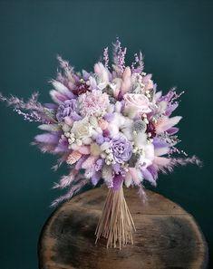 Hand Bouquet, Dried Flower Bouquet, Flower Bouquet Wedding, Diy Flowers, Pretty Flowers, Different Forms Of Art, Alternative Bouquet, Dried Flower Arrangements, Flower Phone Wallpaper
