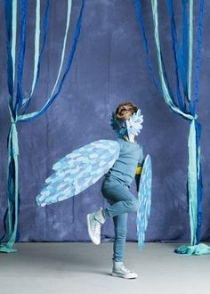 This paper feathered bird is a great last minute costume Via Mer Mag