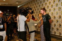 "What It's Really Like To Be A Celebrity At Comic-Con, As Told By ""Arrow""  I followed around Oliver, Laurel, Diggle, Felicity, and Roy before and after their Comic-Con panel. It was a lot of freight elevators, and awesome cosplay.  For the badass heroes of Starling City, Saturday started off with going down the line in the press rooms. 