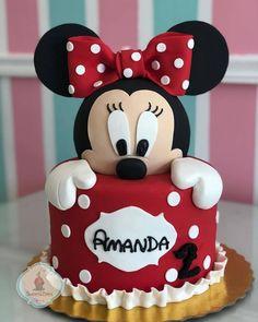 Bolo Minnie lindo ❤️ por , via 🖤❤️ Torta Minnie Mouse, Bolo Do Mickey Mouse, Mickey Cakes, Mickey And Minnie Cake, Minnie Mouse Cookies, Mini Mouse Birthday Cake, Baby Birthday Cakes, Mickey Birthday, 2nd Birthday
