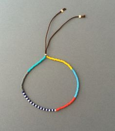 Adjustable Colorful Seed Bead Bracelet available in gold, rose gold and silver - Armband İdeas Seed Bead Bracelets Tutorials, Diy Friendship Bracelets Patterns, Beaded Bracelets Tutorial, Beading Tutorials, Beading Ideas, Seed Bead Necklace, Seed Bead Jewelry, Diy Necklace, Beaded Jewelry