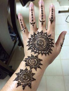 Freehand henna by Rozy Karim