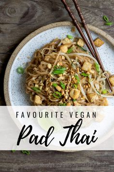This will be your favourite vegan pad Thai! Made with rice noodles, tofu and veggies, it's the perfect noodle dish loaded with flavour! #padthairecipe #veganrecipes #padthai #glutenfreerecipes #choosingchia