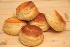 Habkönnyű burgonyás pogácsa recept Bread Recipes, Cake Recipes, Hungarian Recipes, Hungarian Food, Bread Rolls, Winter Food, Scones, Biscuits, Bakery