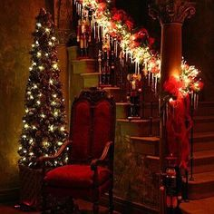 """welcome Santa """"Nutcrackers on the staircase with a garland of blazing lights. Victorian style for an """"Old Fashioned Christmas"""" LOVE"""" Christmas Time Is Here, Noel Christmas, Merry Little Christmas, All Things Christmas, Winter Christmas, Xmas, Christmas Greetings, Nutcracker Christmas, Winter Holidays"""