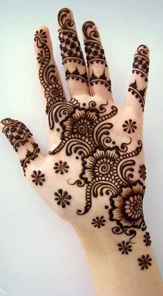 Mehndi designs, known as Henna in the west, are temporary, superficial skin decorations that were first practiced in the Middle East and North Africa a few millenniums ago. The leaves of henna plan. Henna Hand Designs, Mehandi Designs, Simple Mehndi Designs, Bridal Mehndi Designs, Mehndi Designs For Hands, Henna Tattoo Designs, Bridal Henna, Latest Mehndi Designs, Mehendi