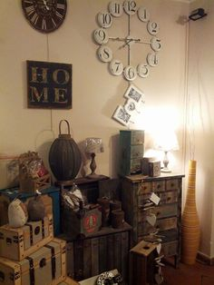 vetrina del negozio novembre #itesoricoloniali #arredamenti #reggioemilia #oggettistica #complementi #legno #design