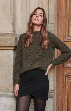 Olive sweater w black short skirt. Oufits Casual, Casual Outfits, Cute Outfits, Fashion Mode, Skirt Fashion, Womens Fashion, Short Women Fashion, Black Skirt Outfits, Fall Outfits