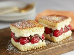 23 DESSERTS ANYONE CAN MAKE WITH ONLY 5 INGREDIENTS!!!!!!!!!!!!!!!Sure breakfast may be the most important meal of the day and lunch is what keeps us going through the work day, but dessert is by far the best meal. But, we all know too well, when a sweet tooth comes we want to fix it right then and there. These recipes only use five ingredients or less and are easy to make. Now you won't have to wait hours to satisfy that reoccurring sweet tooth of yours! The Ritz Cracker Rolos are our…