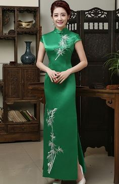 Classic Green Qipao Dress Evening Gown with Bamboo Embroidery - iDreamMart.com