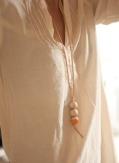 DIY: half-dipped wooden necklace
