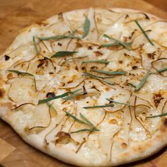 Pizza mit Birne, Taleggio, Pecorino, Salbei und Honig - Powered by @ultimaterecipe
