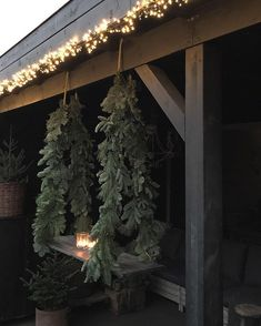 🌟Tante S!fr@ loves this📌🌟 Natural Christmas, Christmas Love, Outdoor Christmas, Rustic Christmas, Christmas Garden Decorations, Christmas Wreaths, Christmas Ornaments, Holiday Decor, Diy Weihnachten
