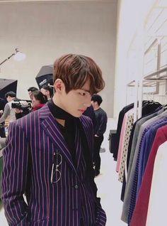 Ughhhhh he so good looking