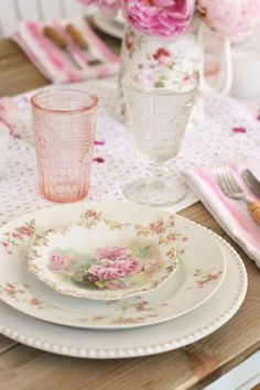 Pink accents add romantic charm to the farmhouse-style table, while a white runner provides the perfect backdrop and keep this whole look light and lively! See how set this fun, flirty and feminine tablescape through the link in our bio! Vintage Plates, Vintage China, Vintage Dishes, Antique China, Vintage Tea, White Runners, Romantic Table Setting, Farmhouse Style Table, Romantic Homes