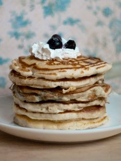 Blueberry and lemon-scented buttermilk pancakes recipe