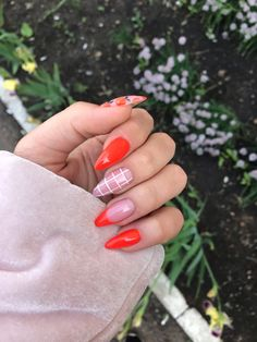 On average, the finger nails grow from 3 to millimeters per month. If it is difficult to change their growth rate, however, it is possible to cheat on their appearance and length through false nails. Acrylic Nails Yellow, Pink Nail Art, Best Acrylic Nails, Yellow Nails, Aycrlic Nails, Glitter Nails, Fire Nails, Nagel Gel, Perfect Nails