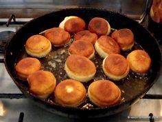 Gogosi pufoase reteta de la bunica | Savori Urbane Griddle Pan, No Bake Cake, Finger Foods, Baking Recipes, Yummy Food, Sweets, Cooking, Cake Baking, Sweet