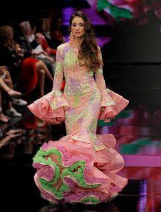 SIMOF 2018: el desfile de Andrew Pocrid, en fotos / Raúl Doblado Flamenco Costume, Flamenco Dancers, Flamenco Dresses, Spanish Dancer, Cute Dresses, Formal Dresses, Spanish Fashion, Indian Beauty, African Fashion