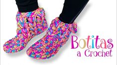 This is Step by step guided video tutorial how to crochet those Colourful Socks. Those Colourful Socks are very simple to make and adorable. This video tutorial is for beginners and for experts too. Sneakers Outfit Men, How To Wear Sneakers, Crochet Slippers, Knit Crochet, Microfiber Couch, Colorful Socks, Crochet Videos, Cut Shirts, Nike Outfits