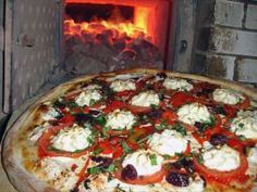 """<a adhocenable=""""false"""" href=""""/content/food/restaurants/ny/new-york/l/lombardis-pizzeria-restaurant.html"""">Lombardi's Pizzeria</a> : For true New York-style pizza, look no further than America's first, and some say best, pizzeria in the U.S. Since 1897 Lombardi's has been winning over New Yorkers like Rachael with a perfect balance of marinara and mozzarella, all atop a thin crust baked in a coal-fired oven."""