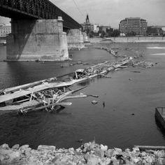 FOTO: Z Dunaja iba pramienok, suché leto 1947 ponúklo výnimočné zábery Bratislava, Times, Photography, Sign, Retro, Google, History, Photograph, Fotografie