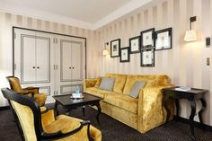 Pavillon de la Reine - Galerie Photo - Chambres Century Hotel, Superior Room, Small Luxury Hotels, Lounge Suites, Paris Hotels, Hotel S, Step Inside, Beautiful Bathrooms, One Bedroom