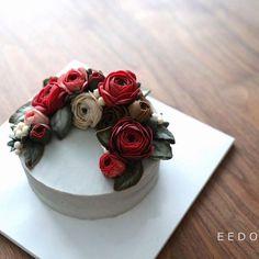 [Beanpaste Flowercake during Class] Just 1hr ago, Mama Rosa @yourcake_rosa has kicked off her Korean Ricecke Dessert class in Taipei. I believe they will lead it successfully in the name of pleasure.. I'll join u tmr~✈️ #koreandessert #dessert #traditional #taipei #eedocake #koreaflowercake #beanpasteflower #buttercreamflowers #cake #flowercake #cakedesign #instacake #kue #flowers #koreanflowercake #韓式唧花 #鲜花蛋糕 #韩式裱花蛋糕 #豆沙裱花 #韓國花 #Kursuskue #เค้กดอกไม้ #이도케익 #이도케이크 #weddingcake #partycake ...