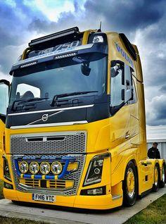 Freightliner Trucks, Volvo Trucks, Big Rig Trucks, Cool Trucks, Volvo V8, Lamborghini Pictures, Hot Black Women, Benne, Classic Trucks