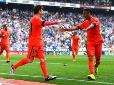 Messi y Neymar celebran uno de los goles