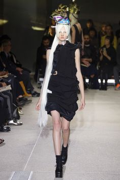 See all the Collection photos from Comme Des Garçons Spring/Summer 2013 Ready-To-Wear now on British Vogue Catwalk Fashion, Fashion Show, Fashion Design, Urban Cowboy, Conceptual Fashion, Vogue, Comme Des Garcons, Japanese Fashion, Alternative Fashion