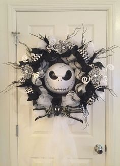 XL Nightmare Before Christmas Wreath/Jack Skellington/Halloween/Decoration/Party/Black and White/Front Door inches by TheHenandChickCrafts on Etsy Scary Halloween Wreath, Halloween Front Door Decorations, Halloween Front Doors, Fröhliches Halloween, Adornos Halloween, Manualidades Halloween, Diy Halloween Decorations, Holidays Halloween, Decoration Party