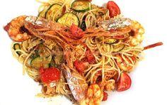 PASTA+CU+CREVETI,+ROSII+CHERRY+SI+DOVLECEI Japchae, Pasta, Zucchini, Cooking Recipes, Ethnic Recipes, Food, Summer Squash, Chef Recipes, Eten