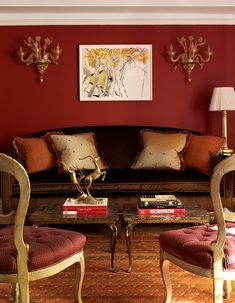 Red, the color of confidence, covers the walls in this Upper East Side apartment. - Traditional Home ® / Photo: Julian Wass / Design: Jennifer Flanders Grey And Orange Living Room, Living Room Red, Living Room Colors, Living Room Designs, Living Room Decor, Orange Home Decor, Brown Home Decor, Bauhaus, Romantic Living Room