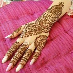 Find unique and latest bridal mehndi designs. Get inspiration for Best Mehendi designs of 2020 for newlywed brides must check out once. Simple Arabic Mehndi Designs, Henna Tattoo Designs Simple, Indian Mehndi Designs, Back Hand Mehndi Designs, Latest Bridal Mehndi Designs, Mehndi Designs 2018, Henna Art Designs, Mehndi Designs For Beginners, Mehndi Design Photos