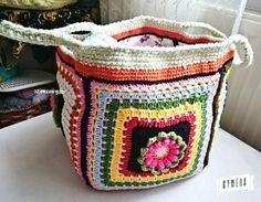 Sonunda bitti sonuçtan memnunum... Bakalım sizler beğenecek misiniz? #crochetbag çantamı yapmama vesile olduğunuz için size de ayrıca teşekkür ederim @crochet_atolyesi pattern @crafternoontreats thank you so much by ozlemceorguler