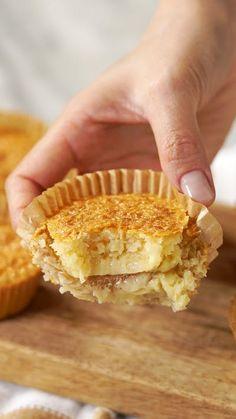 Confira a receita de Queijadinha Cremosa do Tastemade Easy Cake Recipes, Baking Recipes, Sweet Recipes, Cookie Recipes, Dessert Recipes, Gourmet Desserts, Plated Desserts, Portuguese Desserts, Portuguese Recipes