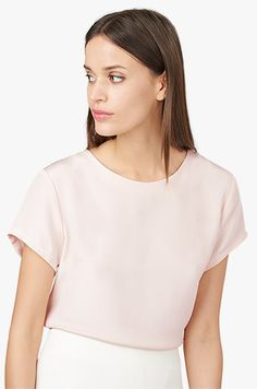 I love the large, structured tee