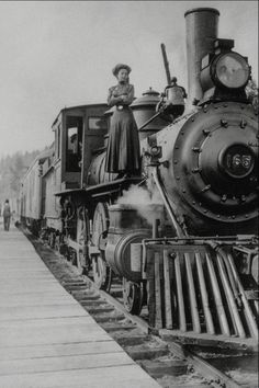 Popping in during my brief hiatus for a quick post! I couldn't resist sharing this image of a woman standing atop a huge steam locomotive! Locomotive Diesel, Steam Locomotive, Old Steam Train, Bonde, Train Art, Old Trains, Train Engines, Travel Illustration, Le Far West